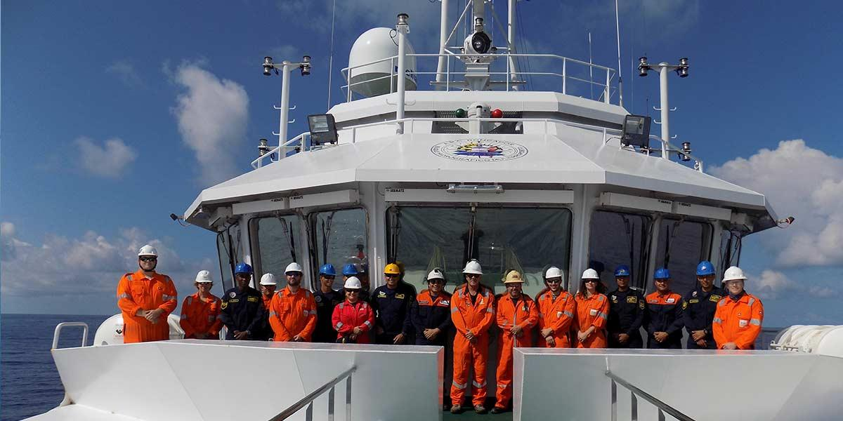 Fugro and DIMAR personnel